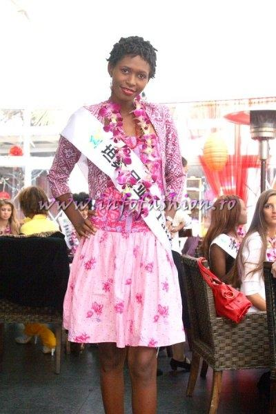 Tanzania_2007 Edna A. Kayozi at Top Model Of The World in China, Kunming, Yunnan (WBO)