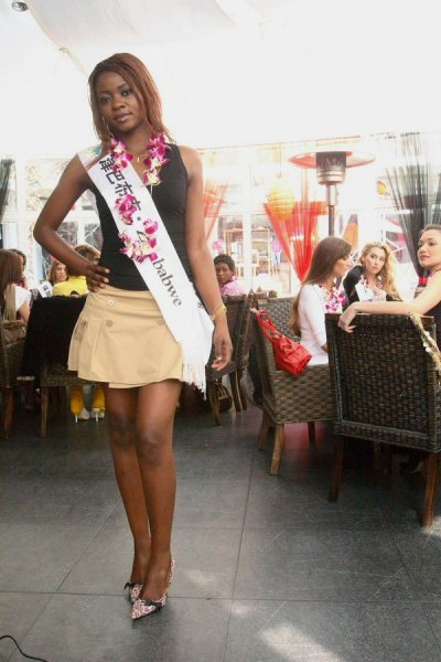 Zimbabwe_2007 Clementine Mbazo at Top Model Of The World in China, Kunming, Yunnan (WBO)
