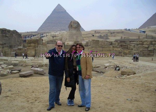 Laurette Atindehou in Egypt the Pyramids of Gizeh and the Sphinx with Gerhard von Lipinsky, CEO Poland (L) and Detlef Tursies, CEO EUROPE