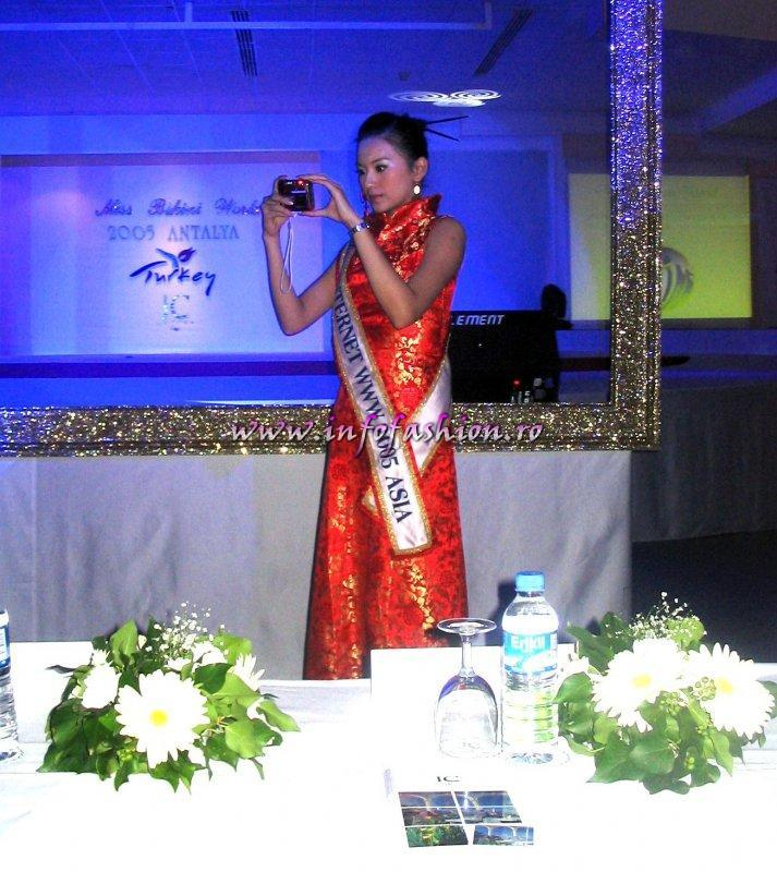 Taiwan_Lin Yen-Chin (ROC Chinese Taipei) is Miss Internet WWW Asia 2005 in Turkey