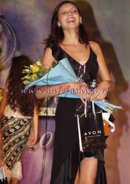 Raluca Ivanov (TL) loc 2 la Miss Tourism World Romania 2002
