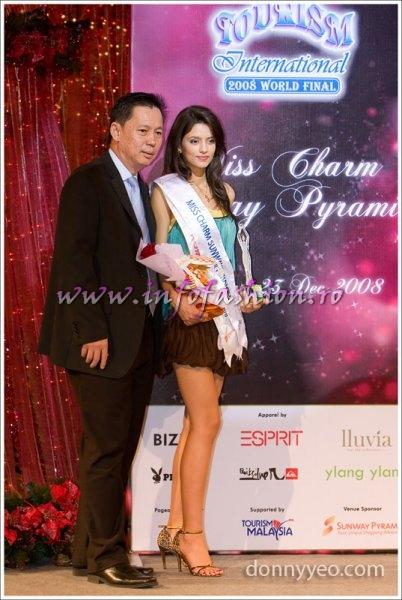Ioana Mosneagu, Romania (winner Miss Charm 2008) with Mr. H.C. Chan (Sunway Pyramid senior general manager)