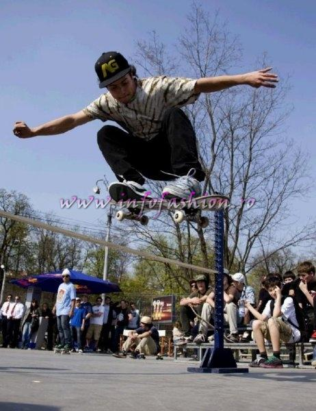 Sport Skateboard RED BULL LOCAL HERO TOUR te face erou, trick-uri cu Boaz Arrow, Madars Apse in Bucuresti, Brasov si Sibiu