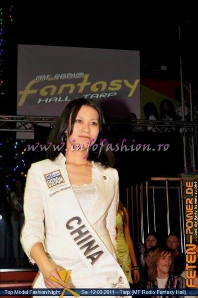 China 2011 Ziyi Xiong Fashion Show in Fantasy Music Hall in Tarp Foto WBO