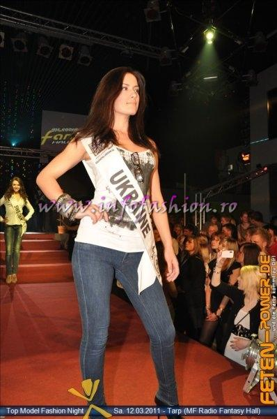 Ukraine 2011 Loboda Diana Fashion Show in Fantasy Music Hall in Tarp Foto WBO