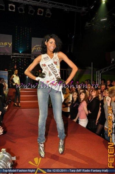 Zimbabwe 2011 Vanessa Sibanda Fashion Show in Fantasy Music Hall in Tarp Foto WBO