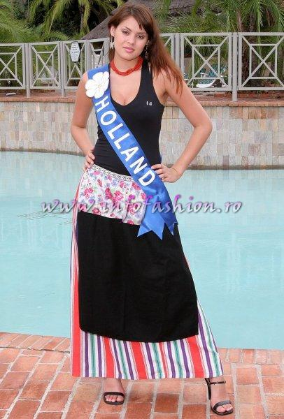Holland at Miss Tourism World 2005 in Zimbabwe (Photo: Frank Thompson)