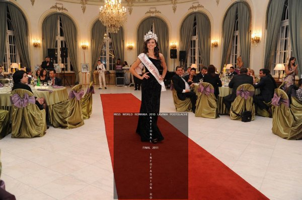 Fashion Designeri Andreea Buzdugan Casa Moda `Reigna Couture` la Miss World Romania 2011