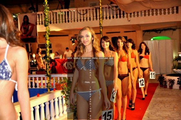 Fashion Designeri Piera costume baie la Miss World Romania 2011