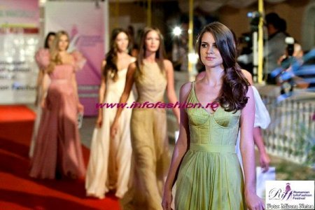 Designer Natalia Vasiliev Colectia Rochii Seara la Romanian InfoFashion Festival - Spirit of Beauty